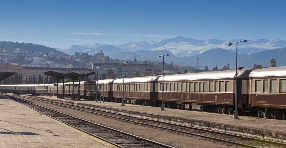 Train Al Andalus à quai en gare