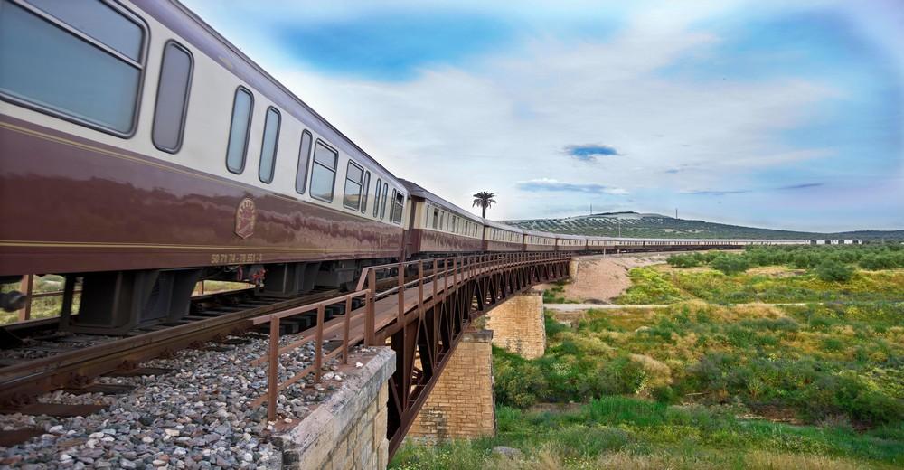 Train  Al Andalus sur un pont